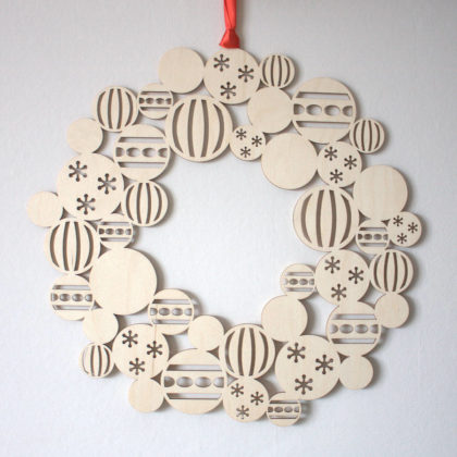 modern-christmas-decoration-with-wooden-ornaments-03