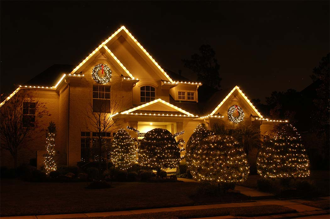 outdoor-white-christmas-lights