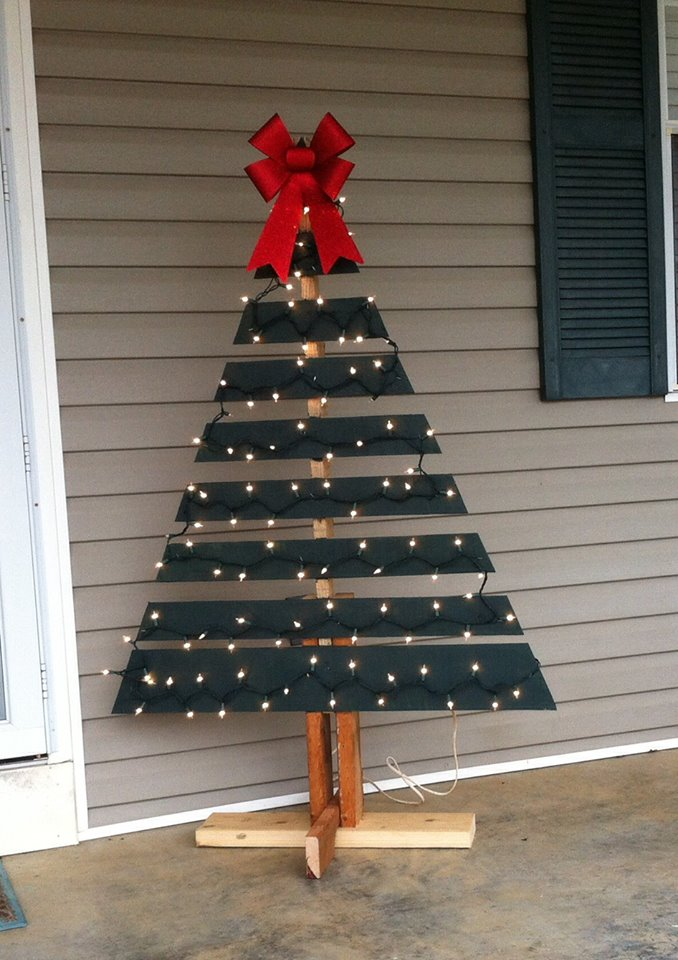 outdoor-wooden-christmas-tree