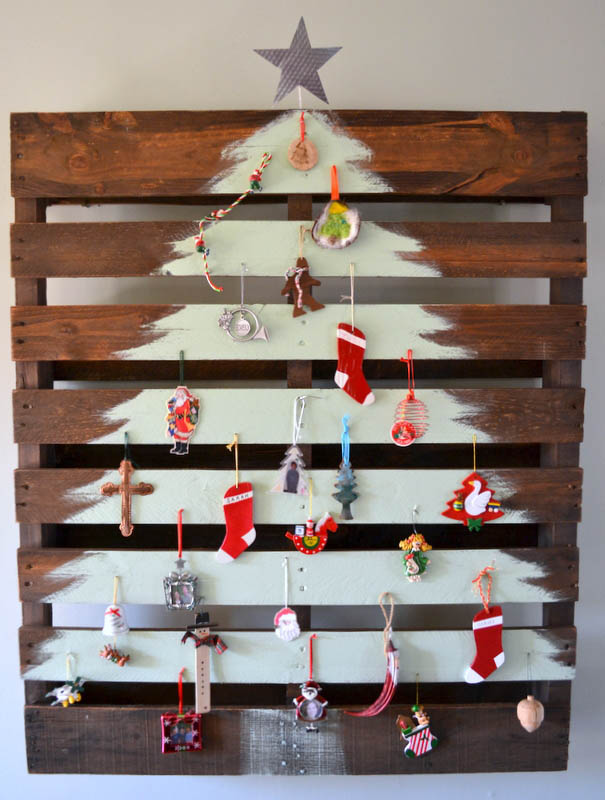 painted-christmas-tree-on-pallet