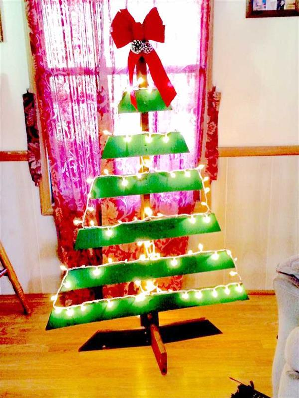 pallet-christmas-tree-with-led-lights