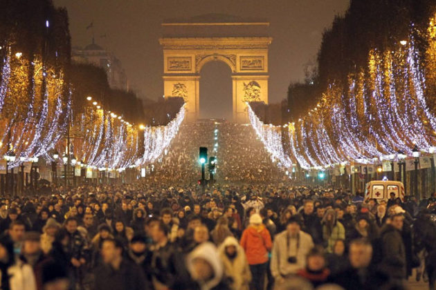 paris-new-year-eve-celebrations-02