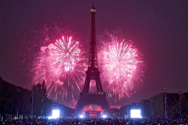 paris-new-year-eve-celebrations-06