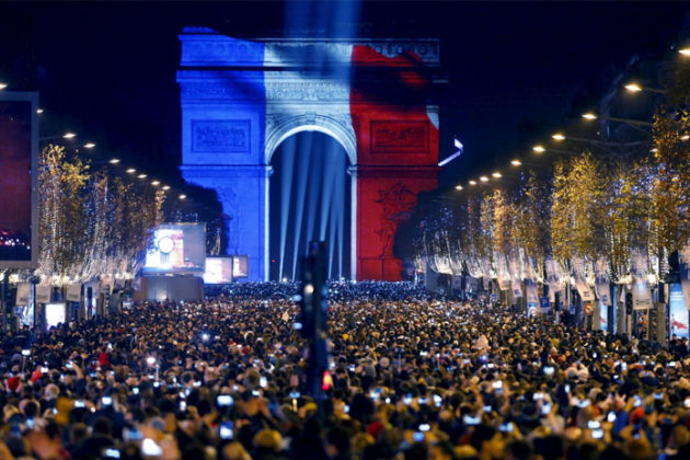 paris-new-year-eve-celebrations-07