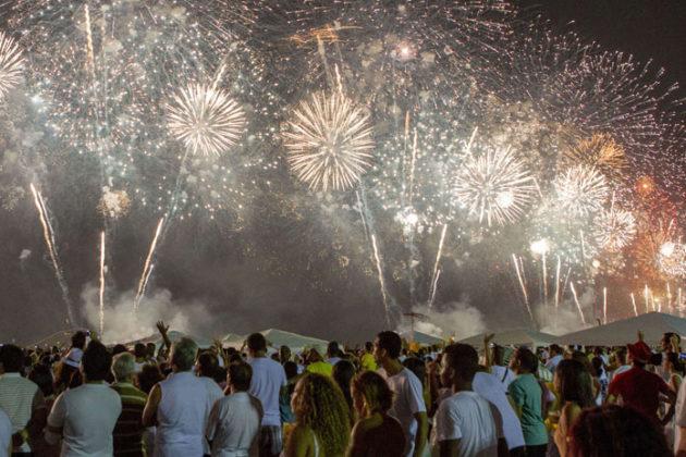 rio-de-janeiro-new-year-celebrations-copacabana-beach-03