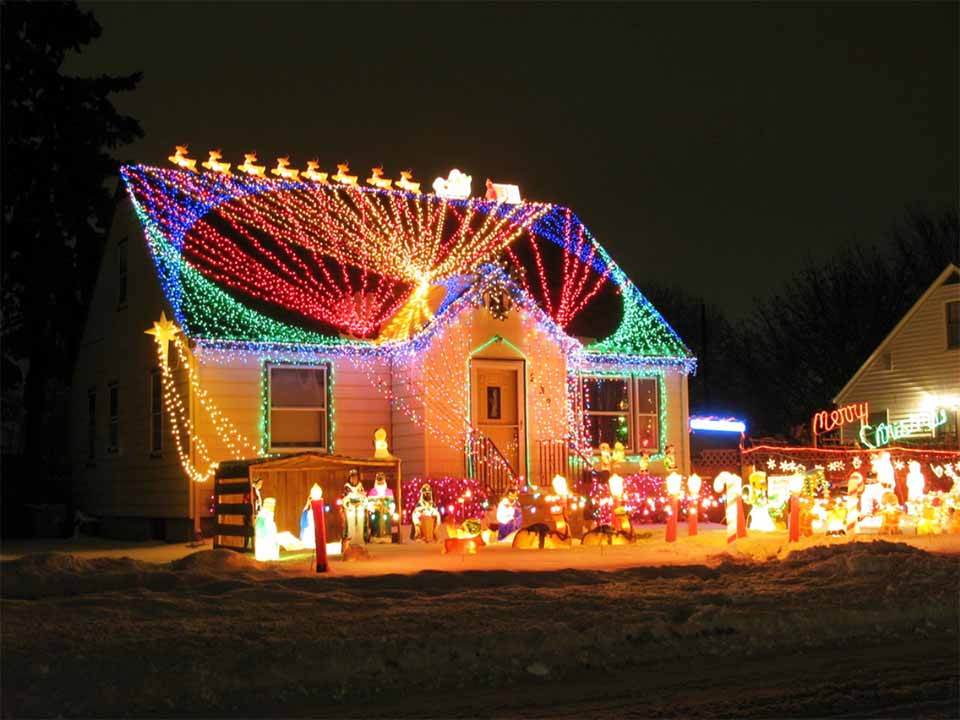 20 Christmas Lighting Ideas That Will