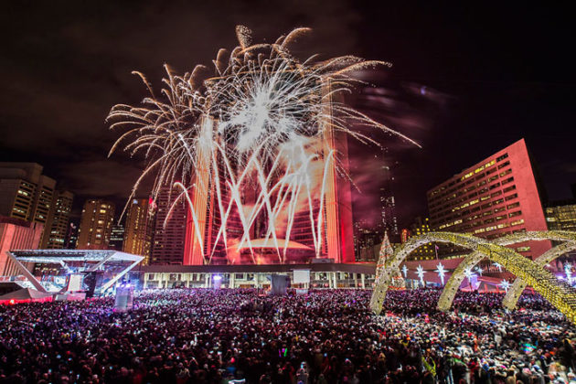 toronto-new-years-eve-at-nathan-phillips-square-02