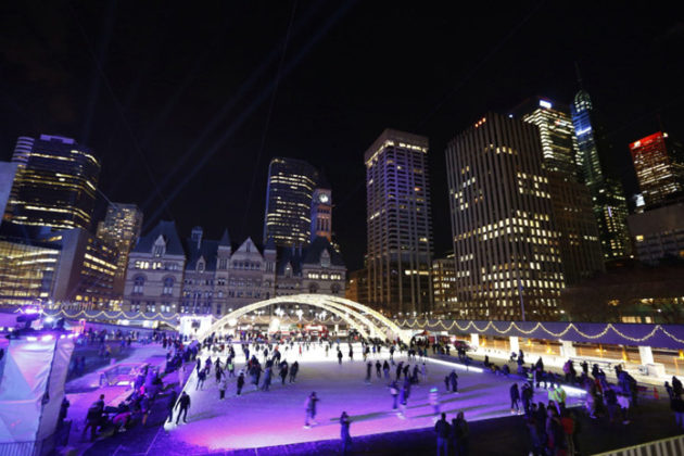 toronto-new-years-eve-at-nathan-phillips-square-04