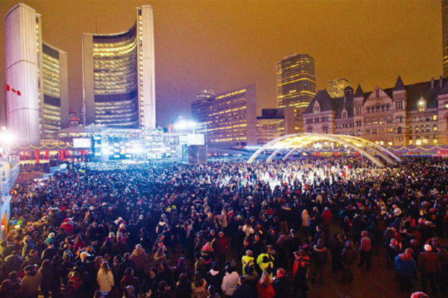 toronto-new-years-eve-at-nathan-phillips-square-05