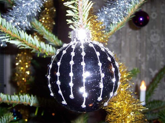 white-christmas-tree-decoration-ideas-08