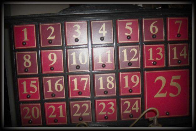 wooden-advent-calendars-08