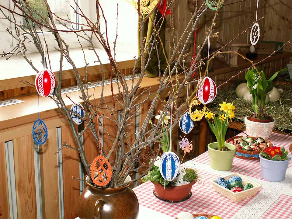 Indoor Easter Decoration with Eggs