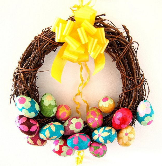 DIY Outdoor Easter Wreath