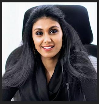 Richest women roshni nadar working in office